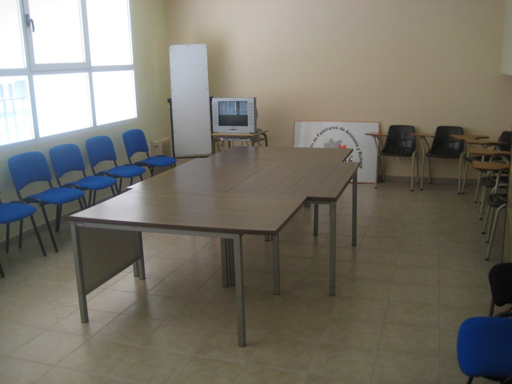 Sala de reuniones adefab burgos for Sala de reuniones